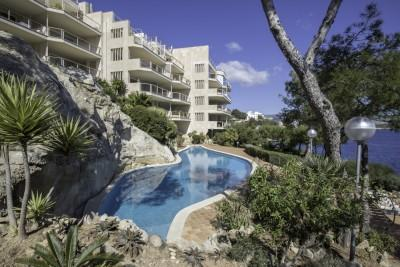 Seafront apartment for sale in Cala Vinyas, Mallorca