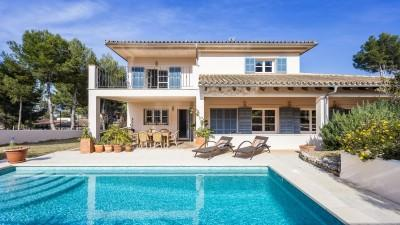Villa with sunny terrace and pool for sale in Santa Ponsa, Mallorca