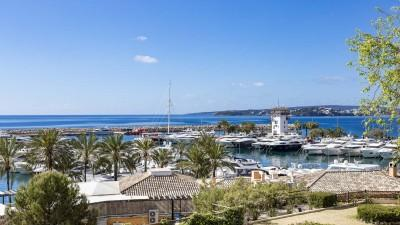 Renovated apartment with sea view for sale in Puerto Portals, Mallorca