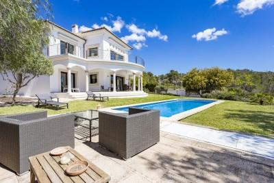 Sea view villa with rental license for sale in Cala Vinyas, Mallorca