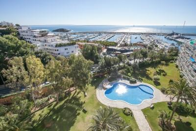 Sunny apartment for sale in first line to Puerto Portals, Mallorca