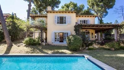 Attractive villa with pool for sale in Bendinat, Calvía, Mallorca