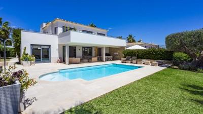 Top modern villa with pool in Nova Santa Ponsa, Mallorca