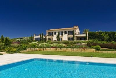Villa in absolute privacy with private garden and pool for sale in Llucmajor, Mallorca