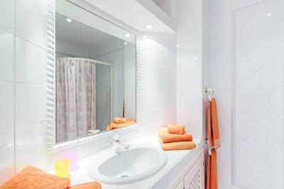 villa-cala-llamp-bathroom-guest-small