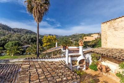 Finca with beautiful garden and views of the mountains in Andratx, Mallorca