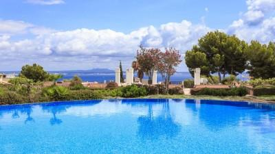 Fantastic garden apartment in an exclusive community for sale in Bendinat, Mallorca