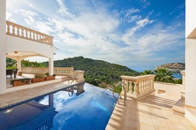 Villa with two properties and an infinity pool in Puerto Andratx, Mallorca