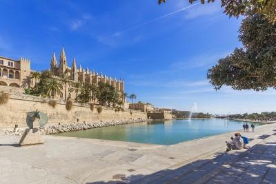 Palma de Mallorca Cathedral & Fountain