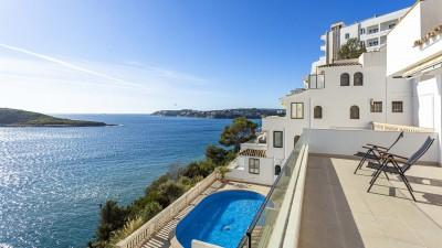 Seafront apartment for sale in Palmanova, Mallorca