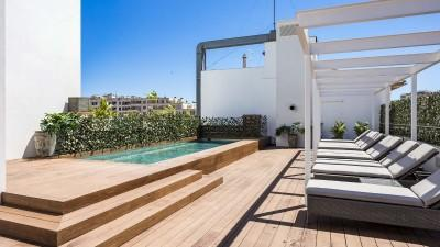 roof terrace with pool