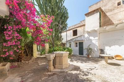 Grand townhouse with lots of possibilities, for sale in the north of Mallorca