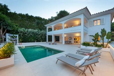 Elegant villa with private pool for sale in Camp de Mar, Mallorca