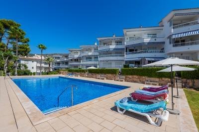 Frontline apartment with sea views for sale in Palmanova, Mallorca