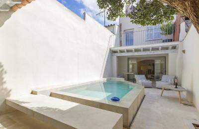 Contemporary-style town house with pool for sale in the centre of Pollensa