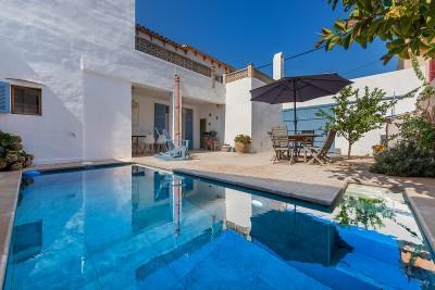 Four bedroom town house for sale minutes from the sea in Colonia de San Pere, Mallorca