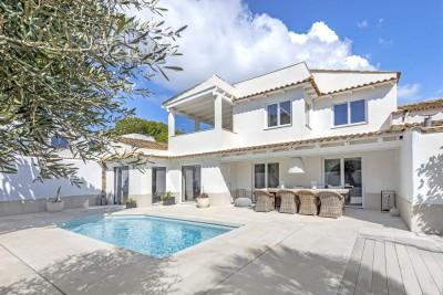 Modern villa with sea view for sale in Sol de Mallorca