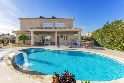 Beautiful villa with pool and spa for sale in Alcudia, Mallorca