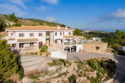 Luxurious sea view villa for sale in Costa d´en Blanes, Mallorca