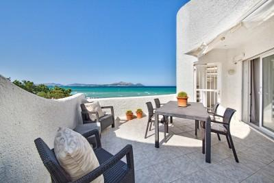 Beachfront apartment with terrace for sale in Alcudia, Mallorca