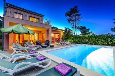 Fabulous villa with holiday rental license for sale in Cala San Vicente, Mallorca