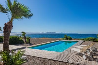 Luxury seafront villa for sale in Colònia de Sant Pere, Betlem
