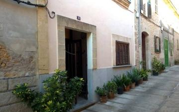 Excellently situated townhouse in the center of Alcudia old town