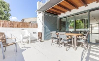 Modern duplex house with roof terrace for sale in Pollensa, Mallorca