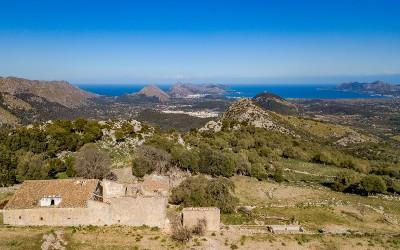 Ancient finca on large plot for sale in Pollensa, Mallorca