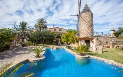 Wonderful villa with old mill for sale in Campanet, Mallorca