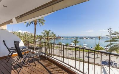 Frontline apartment situated in Puerto Alcúdia, Mallorca