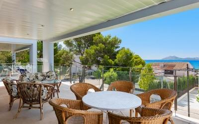 Luxury penthouse just metres from the beach for sale in Puerto Pollensa, Mallorca