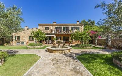Splendid country estate with guest houses for sale near Pollensa, Mallorca