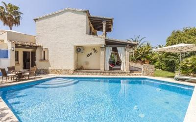 Villa with ETV rental license and pool for sale in Bon Aire, Alcudia, Mallorca