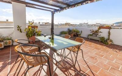 Top floor apartment with wonderful views for sale in Puerto Pollensa, Mallorca