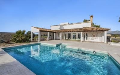 Ultra-modern country villa for sale near Binissalem, Mallorca