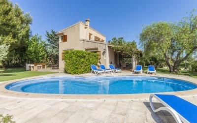 Country house with rental license for sale near Pollensa, Mallorca