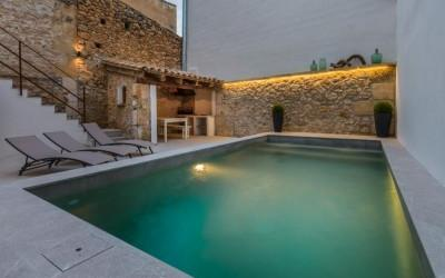Town house with pool and ETV license for sale in Pollensa