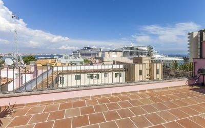Tasteful penthouse in Palma with spacious roof terrace and sea views