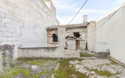 Large townhouse to refurbish for sale in Pollensa, Mallorca