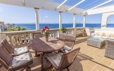 Fantastic frontline duplex apartment for sale in Betlem, Mallorca
