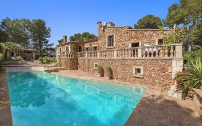 Villa for sale in Costa de los Pinos, Mallorca