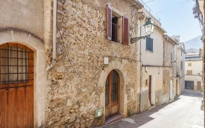 Town house to reform for sale in Pollensa, Mallorca