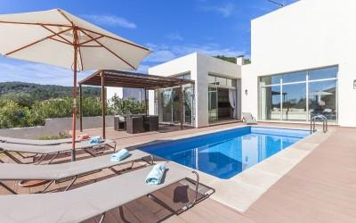 Modern villa for sale, with licence to let!