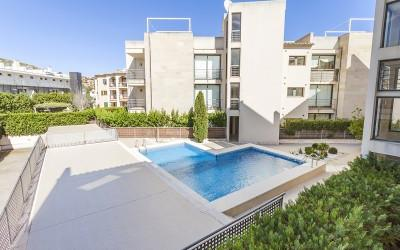 Modern apartment with communal pool for sale in Puerto Pollensa, Mallorca