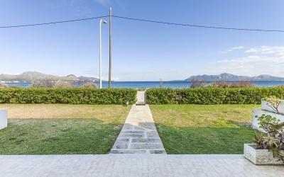Seafront apartment for sale in Puerto Pollensa, Mallorca