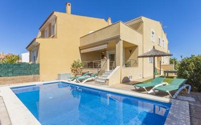 Townhouse with holiday rental license for sale in Barcares, Alcúdia, Mallorca