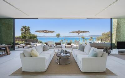 Stunning seafront villa for sale in Palma Bay, Mallorca