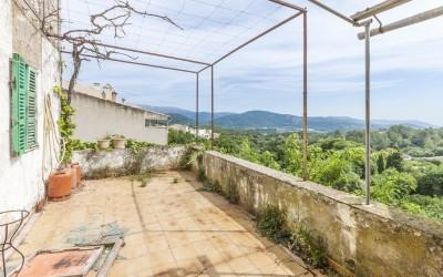 Beautiful traditional Mallorcan house for sale, located in the center of Campanet, Mallorca