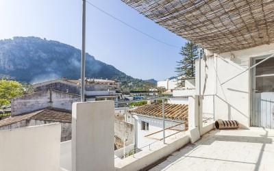 Apartment reform opportunity for sale in Pollensa, Mallorca